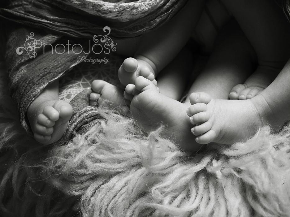 Photojos Photography sleeping identical triplets